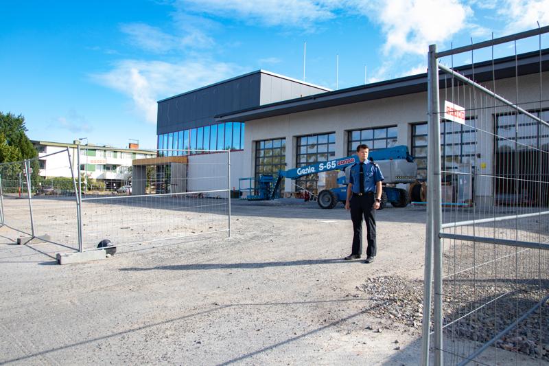 Keski-Pohjanmaan ja Pietarsaaren alueen pelastuslaitoksen pelastuspäällikkö Jouni Leppälä kertoo, että uudet tilat saadaan kunnolla käyttöön vuodenvaihteeseen mennessä.