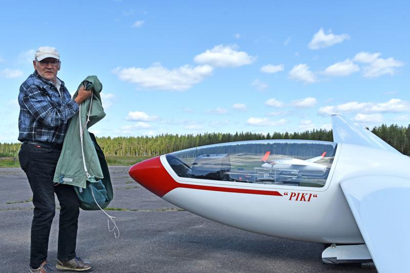 Mauno Nisulan oma purjelentokone ''Piki'' on vuonna 1974 valmistettu, toinen suomalainen lasikuitumalli.