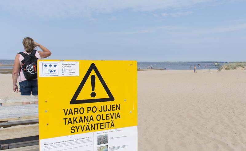 Rannalla olevat varoituskyltit on tarkoitus uusia ajanmukaisiksi ja useammalle kielelle.