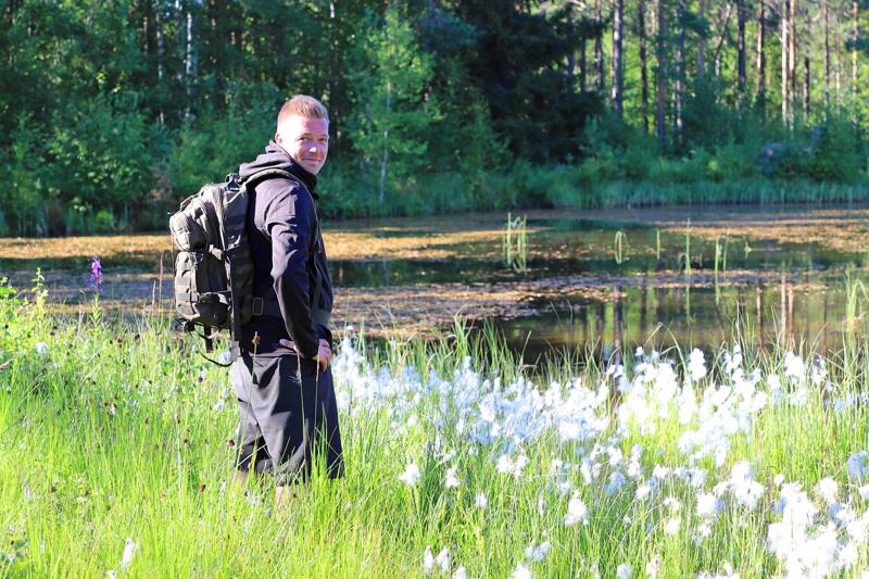 Alavieskalainen Tomi Visuri on aloittanut retkeilyn lähialueelta. Se on auttanut ymmärtämään luonnon suuren voiman ja sen vaikutuksen, mutta tuonut mukaan myös realismin siitä, että täysin ilman varusteita retkeilyssä ei pärjää.