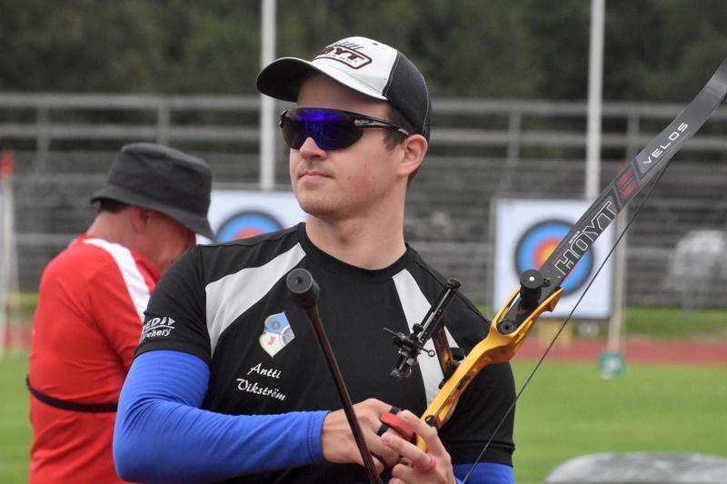 Antti Vikström on toisen polven olympiaedustaja. Isä Pentti Vikström edusti Suomea Soulin kesäolympialaisissa vuonna 1988. Laji oli hänelläkin jousiammunta. Arkistokuva.