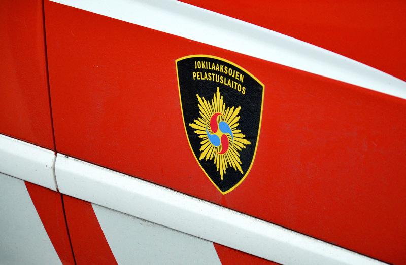 Jokilaaksojen pelastuslaitos hälyytettiin yöllä hätiin Kalajoella sattuneen liikenneonnettomuuden vuoksi.
