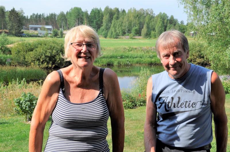 Tytär Liisa Nikula ja veljenpoika Kullervo Niemelä, isoserkut muistelevat Siiri Niskaa.