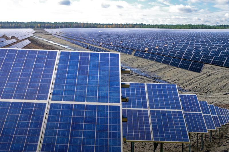 - Tuuli- ja aurinkovoima ovat jo käytössä, mutta sähkön varastointi on ongelma. Siksi vetytalous olisi ratkaisu syrjäyttää fossiiliset polttoaineet, Kalle Lehtonen kirjoittaa.
