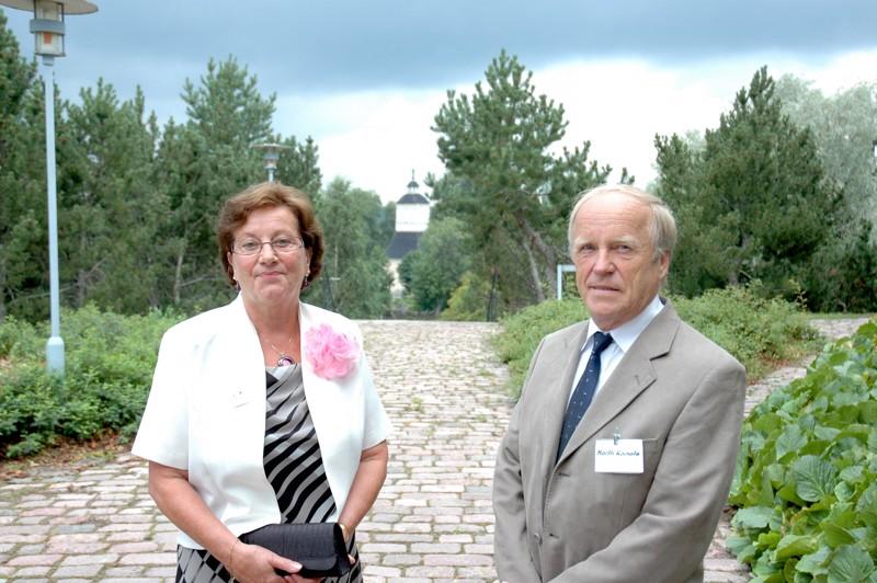 Eeva Stenroth ja Martti Kanalan konfirmaatio oli tapahtunut 50 vuotta sitten vanhassa, sittemmin jo palaneessa kirkossa.