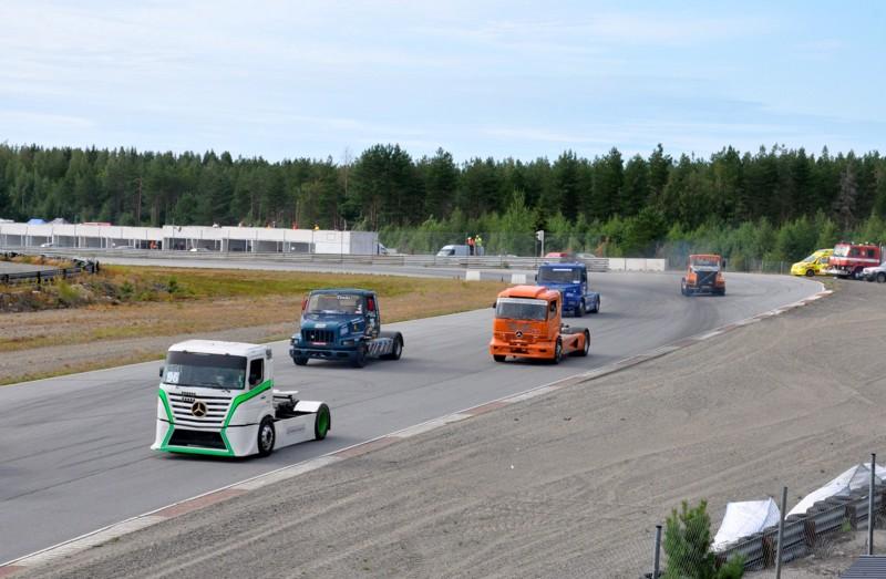 Yleisöä saapui paikalle varta vasten kuorma-autoja katsomaan. Viikonlopun jokaisen lähdön voitti Sami Ojanen.