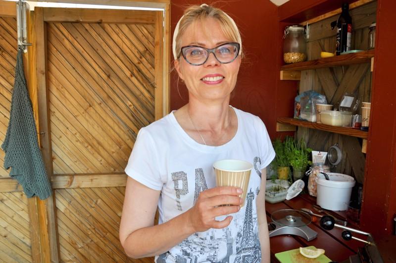 Anne Priuska aloitti kesäkuun alusta Vohveli Stoppi-yrityksellä.