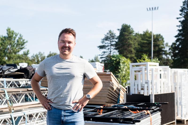 Promoottori Tommi Mäki on tyytyväinen tapahtumapuistoon, johon Kokkolan Viinijuhlat rakennetaan. - Tänne on ollut todella helppo rakentaa festivaalialue.