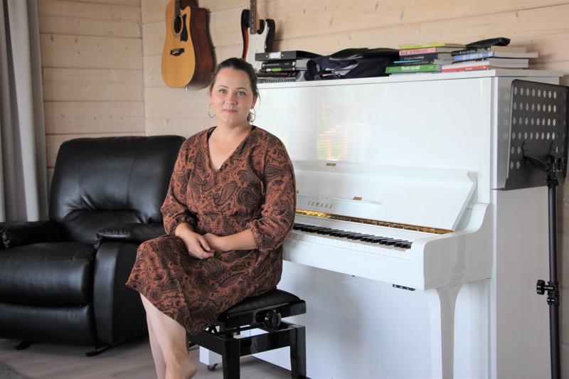 Musiikin merkitys näkyy niin Anni Ojalan työssä kuin vapaa-ajallakin. Kolmilapsisessa perheessä vietetään jokapäiväistä muskaria.