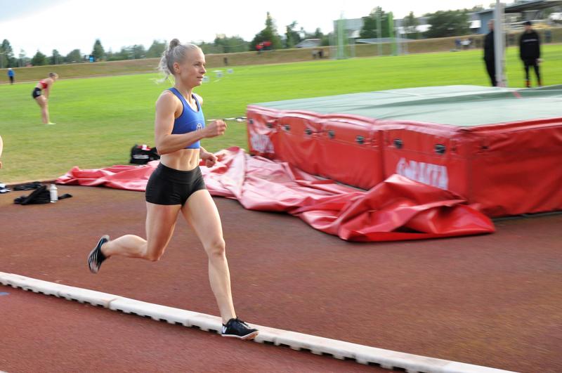 Kaisa Honkaharju voitti 800 metrin juoksun viime torstaina Kannuksen aluekilpailuissa.