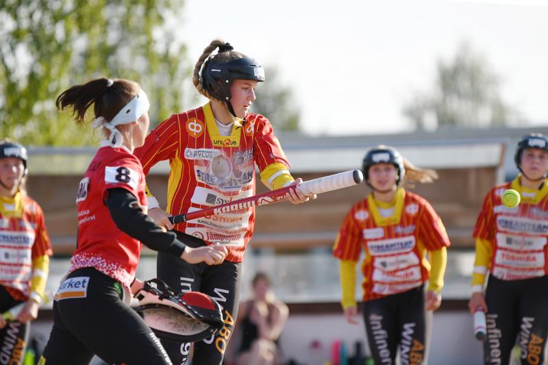 Kuulattarien parhaana palkittu Jenni Matola toi ottelussa kolme juoksua ja kirjautti kärkilyönnit 7/8.