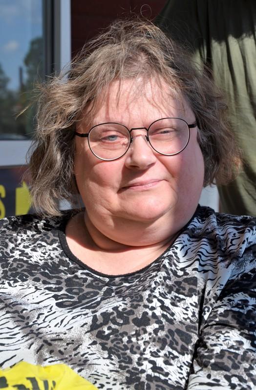 Päivi Kattilakoski, Kannus- Ei oikein voi näkövammaisena käydä. Striimejä olen seurannut ja kesäseuraradiota.