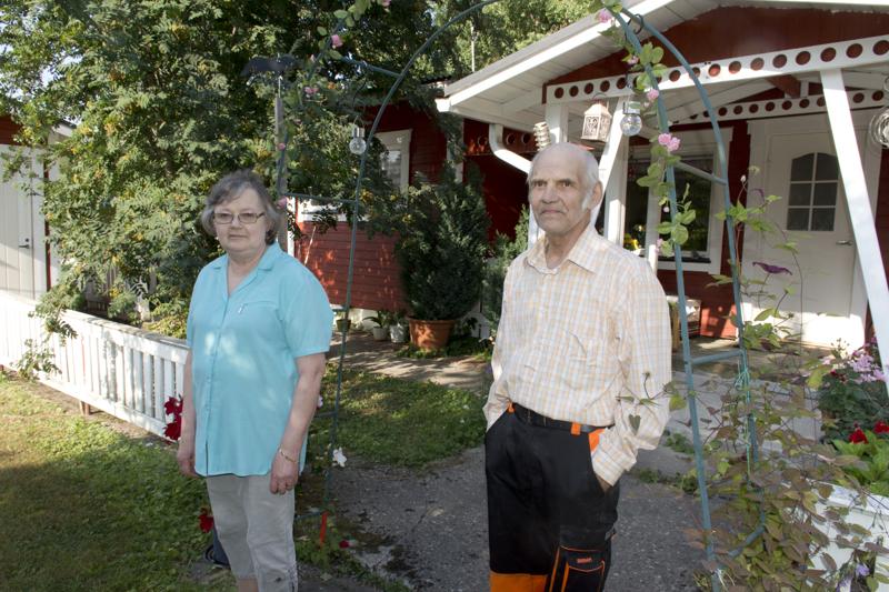 Ritva ja Pentti Keskikukon koti on säästynyt jo kahdessa ympärillä olleessa maastopalossa.
