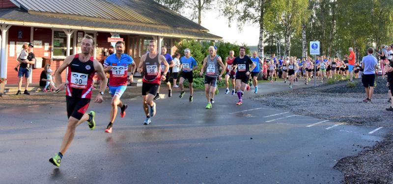 Juoksijoita Hintrekin lenkillä viime kesänä.