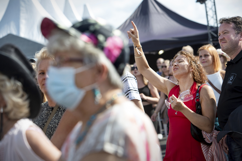 Kokkolan Viinijuhlien kokonaiskävijämäärä on yltämässä 9200–10000 välille. Kuva on Erinin keikalta.