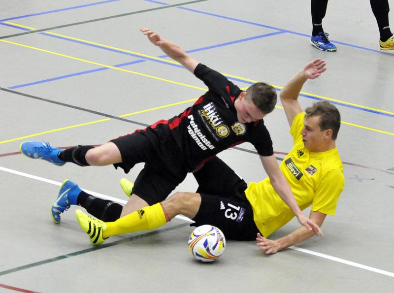 Raahelaisjoukkueen manageri pitää Aleksi Kylmälää hyvänä esimerkkinä sopimuksen avaamasta pelaajapolusta huipulle saakka. Kuvassa keltaisessa paidassa pelaava Kylmälä palaa Vieska Futsaliin Torniosta.