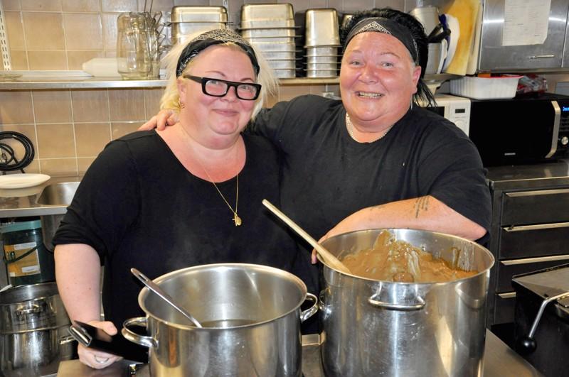 Iloiset siskokset Hanna Nikula-Ylitorvi ja Maria Pöntiö ovat toisen polven ravintolayrittäjiä.