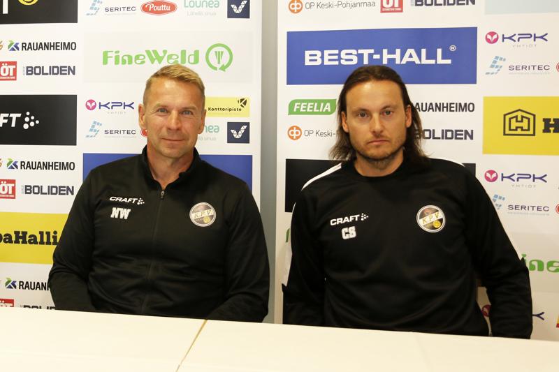 Christian Sund (vas.) liittyi KPV:n valmennustiimiin päävalmentaja Niklas Vidjeskogin aisapariksi.