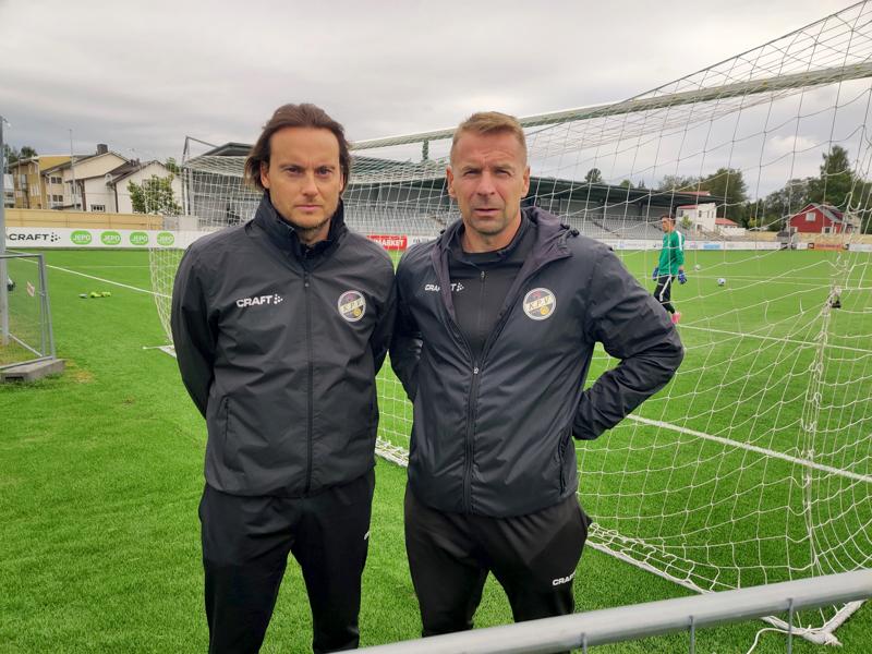 Valmentajakaksikko Christian Sundilla ja Niklas Vidjeskogilla on pelaajauraltaan yhteensä noin 350 liigaottelun kokemus. Vaasalaislähtöinen Sund on valmentanut myös liigatasolla.