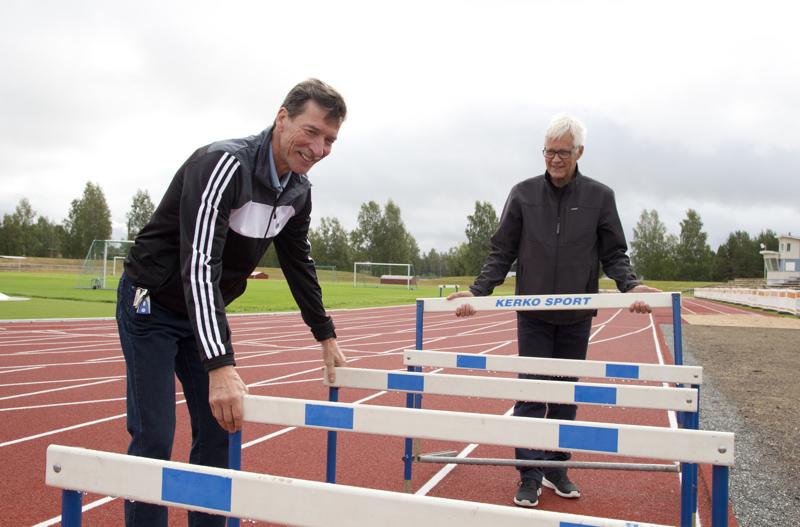 Seiväshypyn kaksinkertainen olympiakävijä, MM- ja EM- edustaja Tapani Haapakoski palasi 34 vuoden tauon jälkeen kilparadalle ja voitti M65 sarjan Suomen mestaruuden.