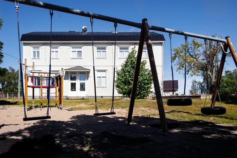 Sundbyn koulu on Pedersören pieni koulu vain 18 oppilaallaan. Se tulee pian yhdistymään Pännäisten ja Östensön koulujen kanssa.