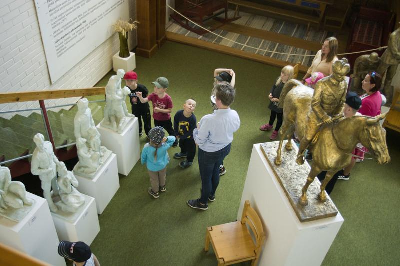Nokelan päiväkodin väkeä oli tutustumassa Kallio-museoon perjantaina.