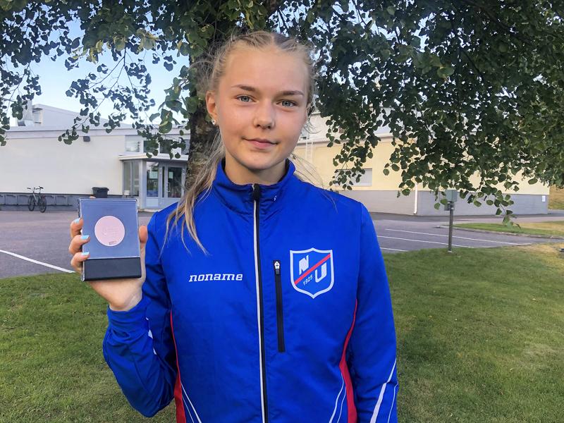 Anni Niku saavutti 17-vuotiaiden SM-pronssia perjantaina Hyvinkäällä.