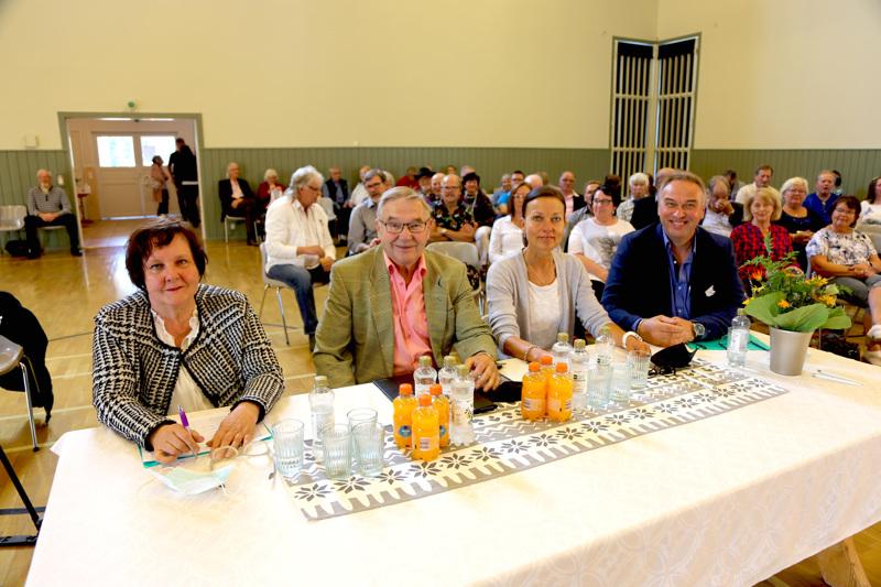 Karaokekisan ammattilaisista koostuvaan tuomaristoon kuuluivat Sirkka Haavisto (vas.), Simo Kangas, Maarit Peltoniemi ja Matti Korkiala.