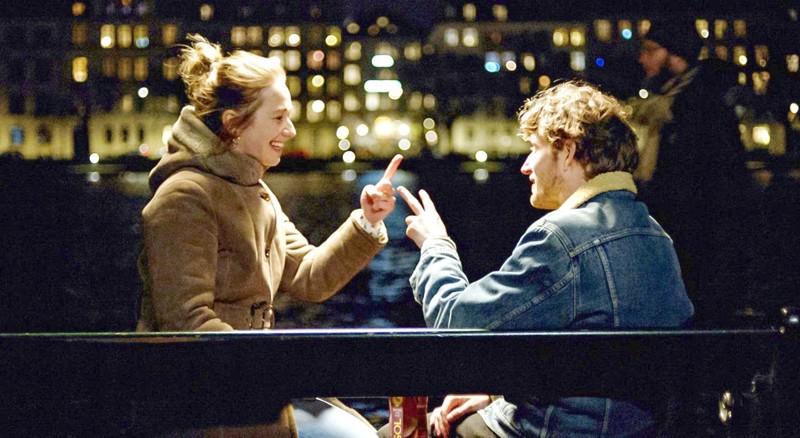 Emma ja Vitus selvittävät salaisuuksiaan.
