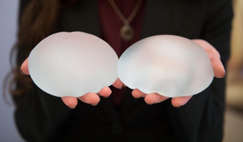 Suomessa laitetaan silikonitäytteet arviolta 500–1000 naisen rintoihin vuosittain. Lisäksi jotkut käyvät leikkauksessa Virossa.