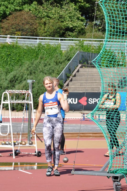 Julia Kivinen saavutti uransa kuudennen kesäkisojen SM-mitalin Turussa lauantaina.