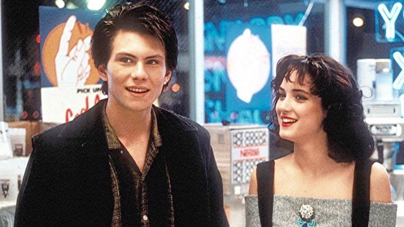 Erilaiset nuoret Christian Slater ja Winona Ryder.
