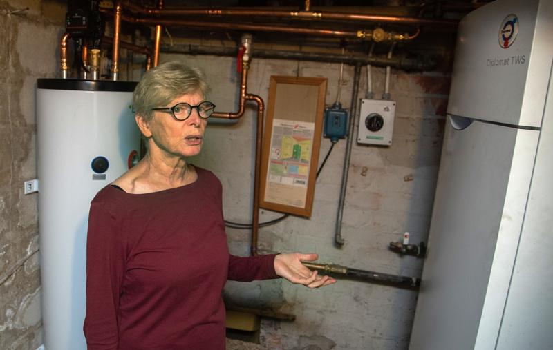 Maria Klemetti hankki 1960-luvulla rakennettuun taloonsa maalämmön öljyn tilalle jo toistakymmentä vuotta sitten. Se on helppokäyttöinen.