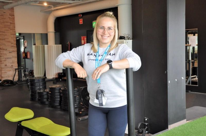 Annukka Savolainen viihtyy työssään kuntokeskuksen toiminnanjohtajana. – Onneksi saan jalkautua välillä ryhmäliikuntasaliin ohjaamaan.
