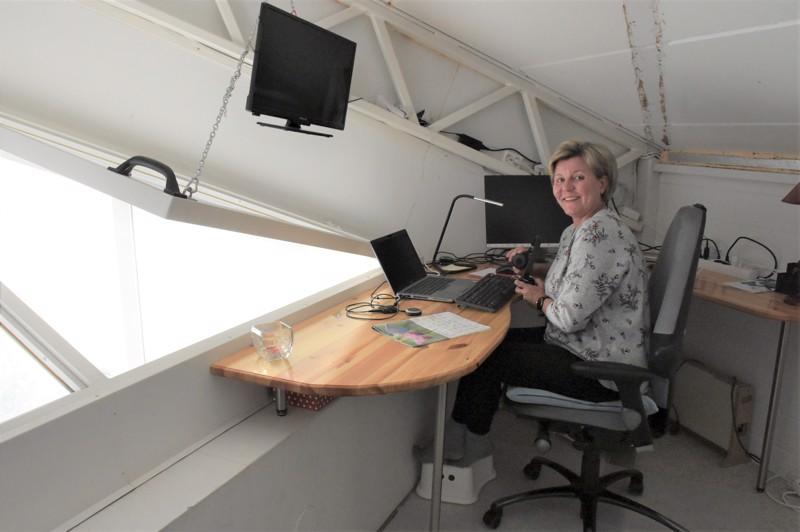 Sanna Mäkipelto on puolentoista vuoden ajan tehnyt jokaisen työpäivänsä kodin nukkumaparvelta käsin. – Työhön keskittyy paremmin, kun sitä tekee yksin.