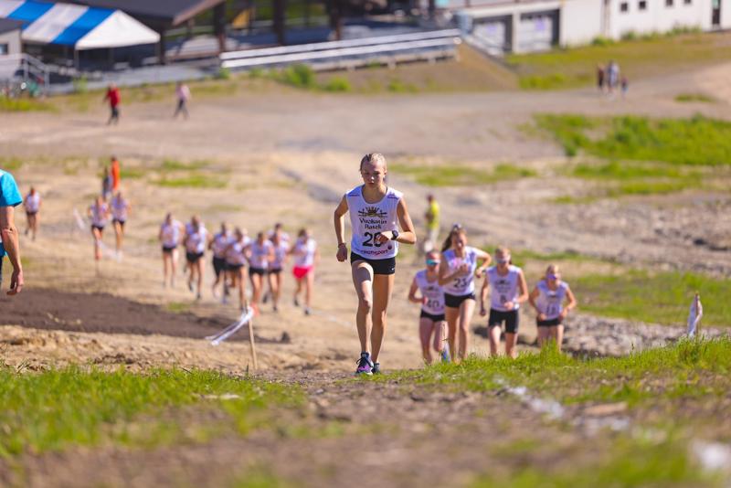 Anni Niku sijoittui kesäkuussa Vuokatin Aateli Race -kilpailussa kuudenneksi. Juoksuosuuden jälkeen Niku oli kolmannella sijalla.