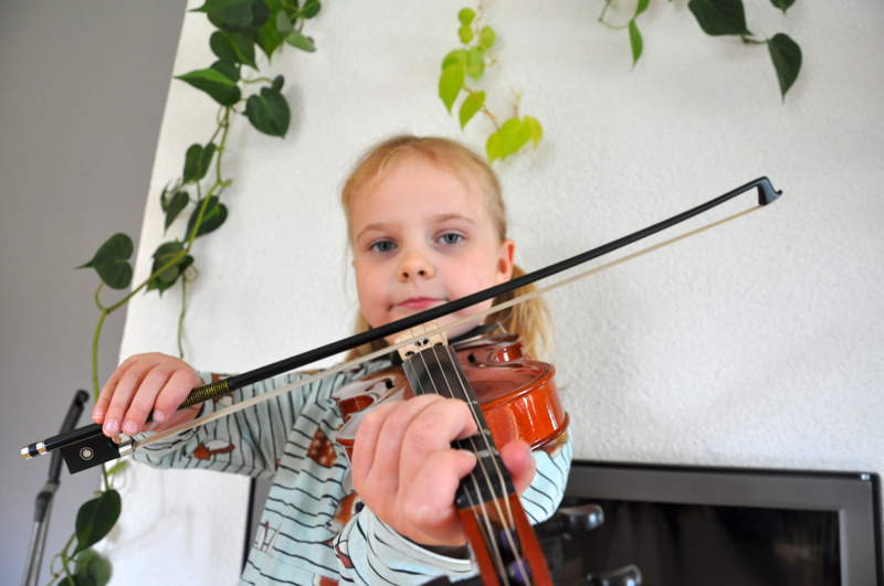 Fiina Valo on soittanut viulua kolmen vuoden ajan.