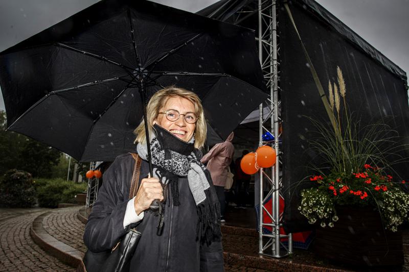 Päivi Räsänen oli mukana kristillisdemokraattien eduskuntaryhmän sateisessa toritapahtumassa Kokkolassa keskiviikkona. Räsänen on ryhmän puheenjohtaja.