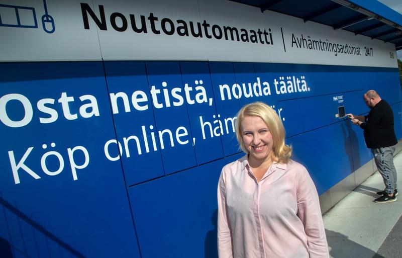 Verkkokauppatoimintojen päällikkö Mirva Sandström Ikea Suomesta kertoo, että verkkotilaukset voi noutaa myös itse liikkeestä, automaatista tai lastauslaiturilta.
