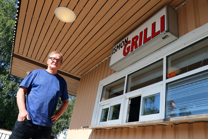 Eerik Haavisto on alkanut pyörittää Vetelissä Ismon grilliä.