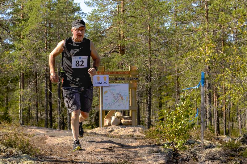 """Esko Hautamäelle juokseminen on terapiaa. """"Kun kilpailee itseään vastaan, on aina voittaja"""", naurahtaa Hautamäki."""