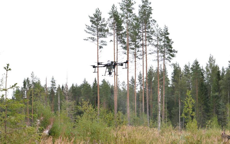 Droonissa on tutka, jonka avulla se väistää esteitä, kuten lentoreitille osuvia puita.