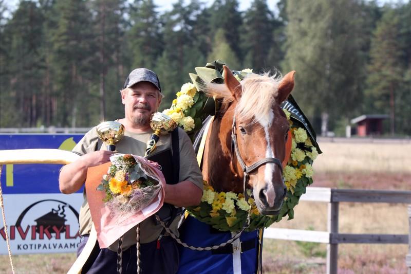 Mikko Uusimäki ja Luomutar pokkasivat neljännen Työmestaruuden Kokemäellä järjestetyissä kisoissa viikonloppuna.