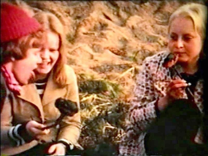 Olio-elokuva kuvattiin Harrbådassa vuonna 1970. Kuvassa Ari Weckström, Tarja Paananen (ent. Rajala) ja Paula Hane (ent. Kerola).