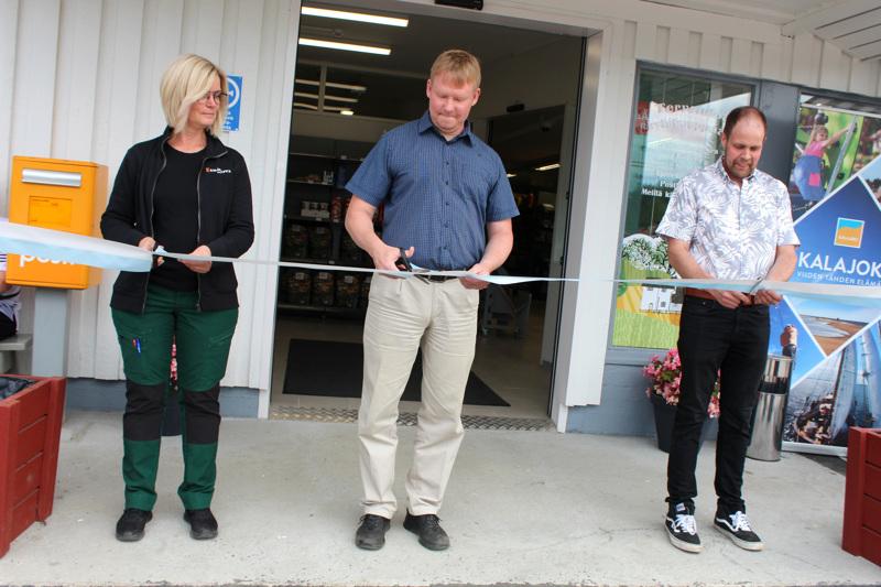 Raution kauppa avattiin virallisin menoin heinäkuussa. Nauhan leikkasivat myymäläpäällikkö Nina Nilsson, Suomen Kylät ry:n puheenjohtaja Petri Rinne sekä kauppaosuuskunnan puheenjohtaja Hannu Niemelä.