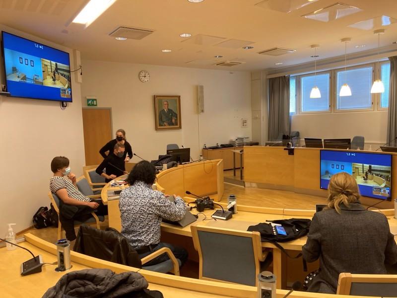 Median edustajat seurasivat Pietarsaaressa järjestettyä oikeudenkäyntiä videoyhteyden välityksellä Kokkolasta.