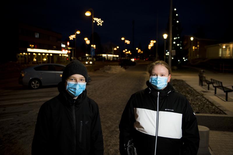 Jere Jämsä toimii ainakin kuluvan kauden eli tämän vuoden loppuun saakka Nivalan nuorisovaltuuston puheenjohtajana ja Talvi Kangas jäsenenä.