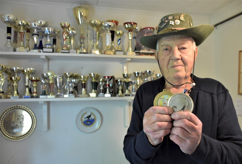 Martti Laitala on saanut pilkillä paitsi kasapäin kalaa, myös komean rivistön palkintoja. Maailmanmestaruus- ja Suomen mestaruusmitalit ovat 29arvokkaimmasta päästä.