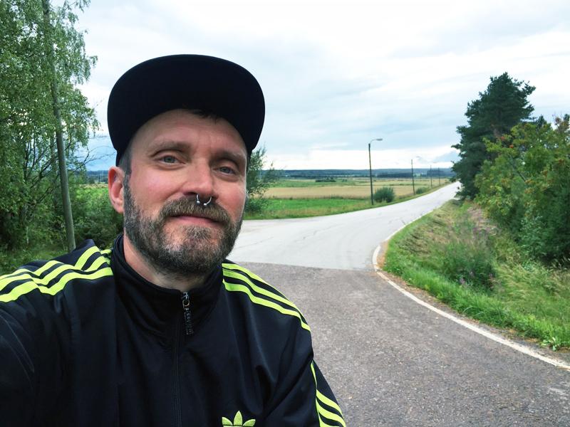 Jani Maunula pyöräili elokuussa paljon ympäri Nivalaa. Kuva on Haapaperältä.