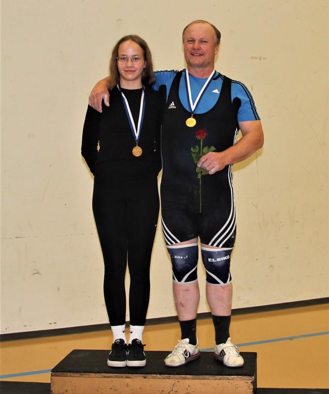 Vilma Rättyä ja isänsä, valmentaja Keijo Rättyä nappasivat Pohjois-Suomen mestaruudet Lohtajalta.
